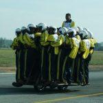 Indianos são os donos do novo recorde do máximo de pessoas numa moto