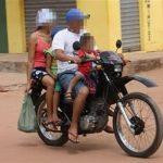 Projeto quer aumentar idade mínima para crianças em carona de moto