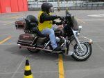 Motociclistas recebem treinamento de pilotagem