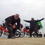 Dupla desbrava parte da América do Sul de moto POP 100 da Honda.