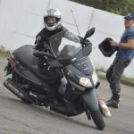 A graciosidade de ser uma mulher motociclista. Por Amaral Instrutor