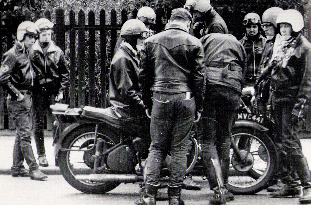 discovery-hd-theater-cafe-racer-caferacer-tv-vintage-motorcycles-ace-cafe-london-rockers-59club-norton-triumph-triton-honda-historic-photos-23