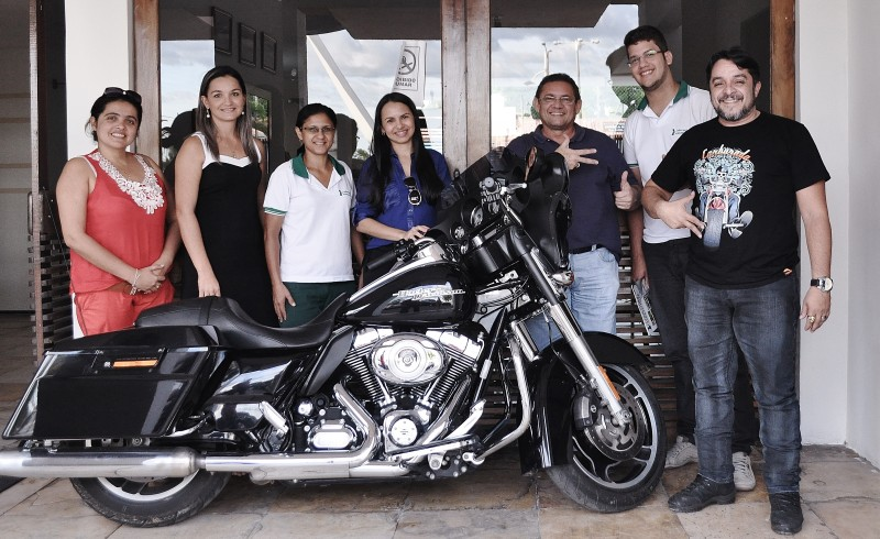 Ricardo Quinderé 3o. da direita para a esquerda), junto com equipe do Moto Vida, projeto que abrirá o evento de 2016
