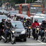 Acidente de moto: como reduzir danos