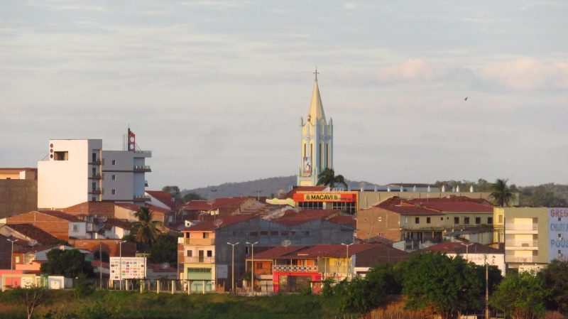 Vista da cidade com a Igreja de São Raimundo Nonato, padroeiro, se destacando.