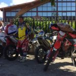 """Conheça os """"Anjos de Moto MC""""! Motociclistas italianos ajudam a socorristas e desabrigados graças a sua destreza"""