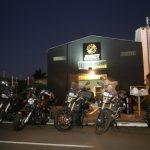 Galpão tem oficina, estúdio de tatuagem, hamburgueria e bar para quem ama motos