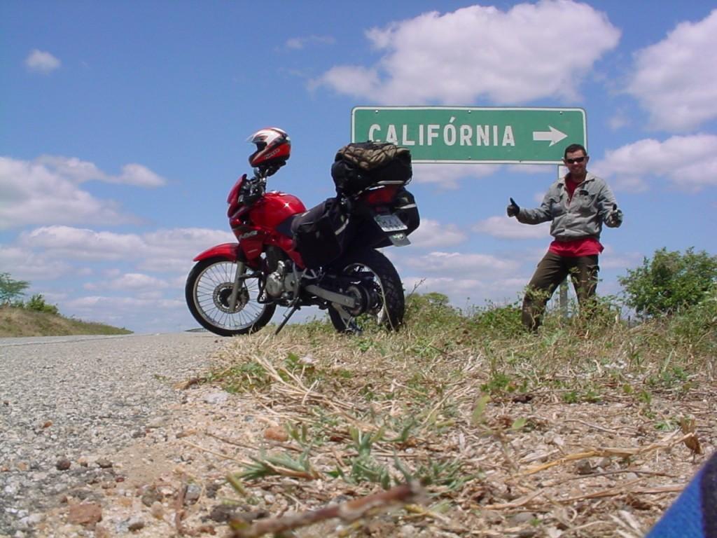 Nixon, o professor-motociclista. Várias voltas ao mundo sem sair do Ceará.