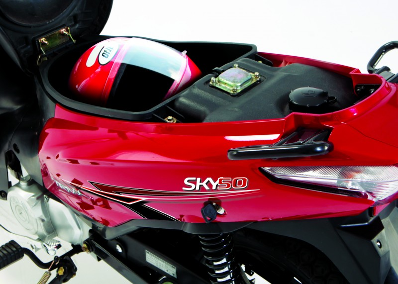 sky 50 plus porta capacete