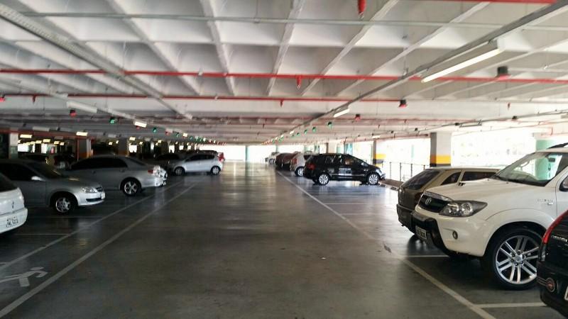 Local ao lado do supermercado EXTRA destinado ao estacionamento de motos.