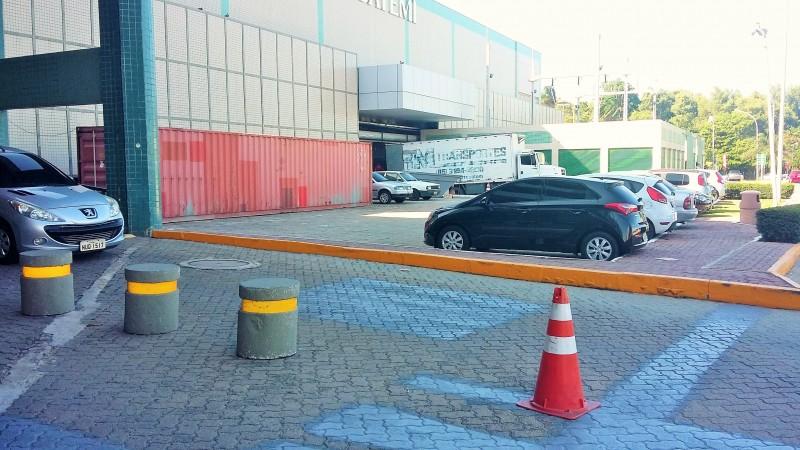 Área ao lado da Americanas onde será montado o estacionamento coberto para motos.